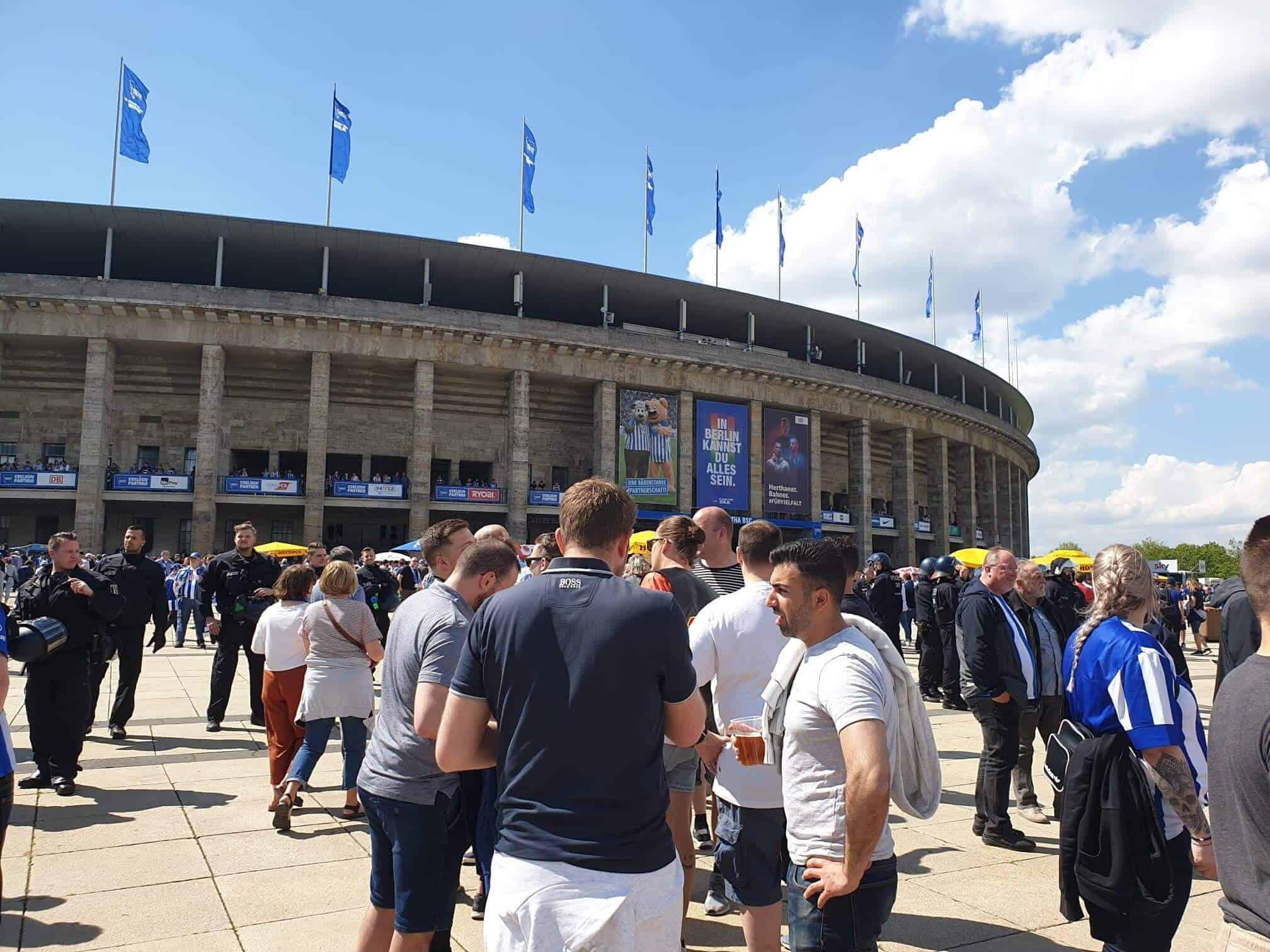 Bundesliga fodboldrejse: Hertha Berlin - Dortmund. Olympia Stadion inden kampen.