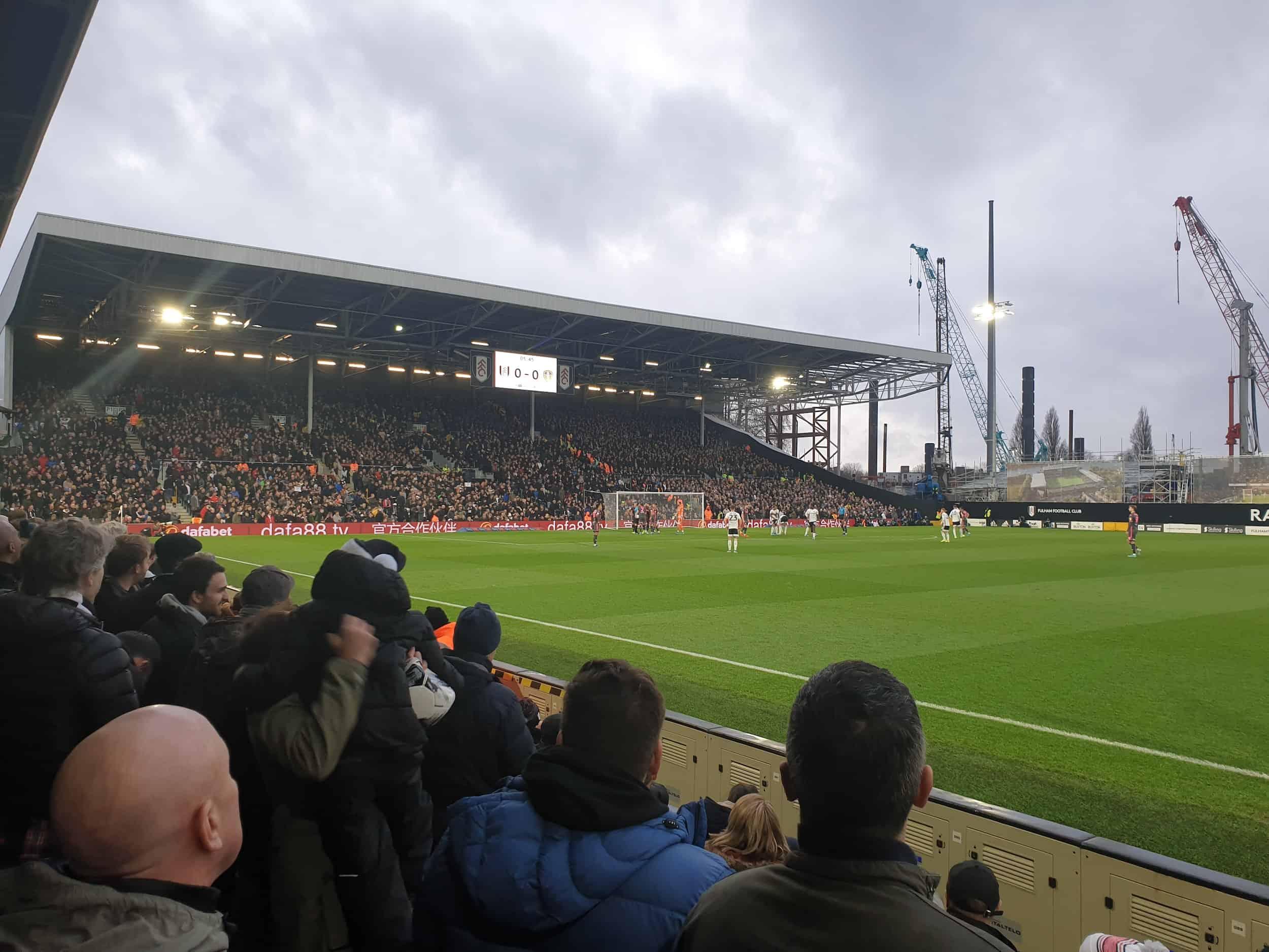 Championship fodbold i London: Fulham FC - Leeds United