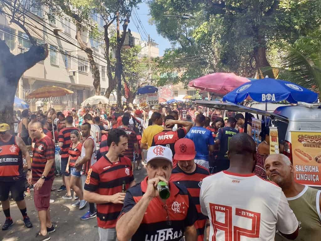 Fodboldrejse til Brasilien: Boder udenfor stadion med kolde øl og mad
